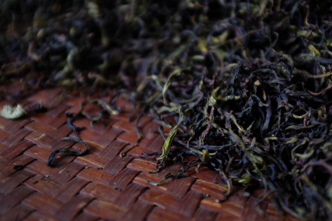 使用荔枝柴进行烘焙的荔枝香单丛